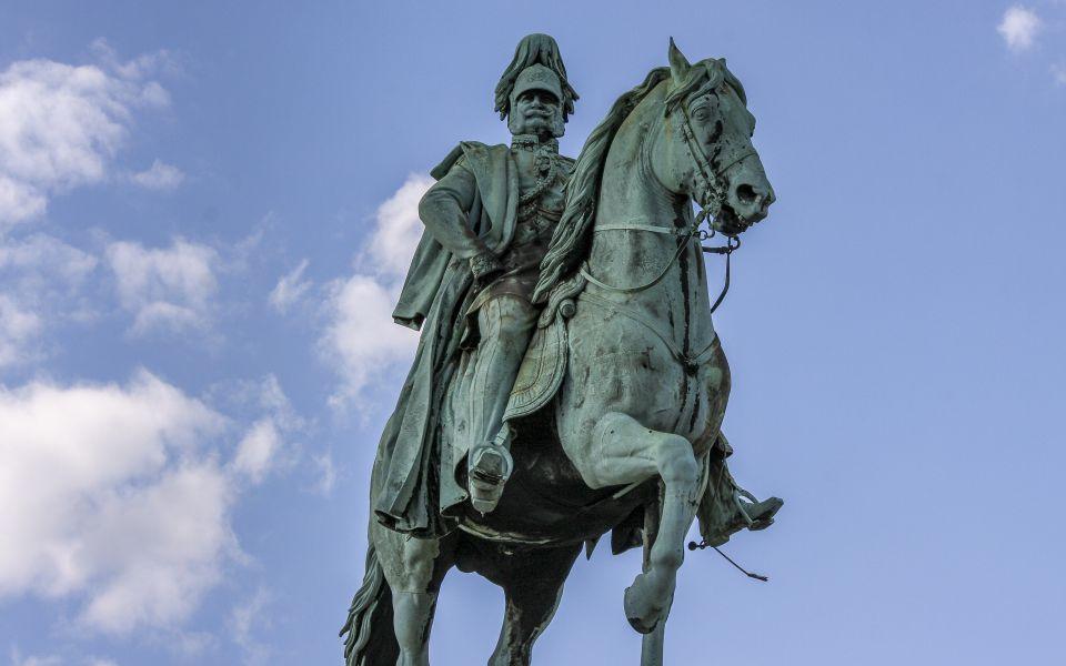 Hintergrundbild - Reiterstatue Wilhelm I