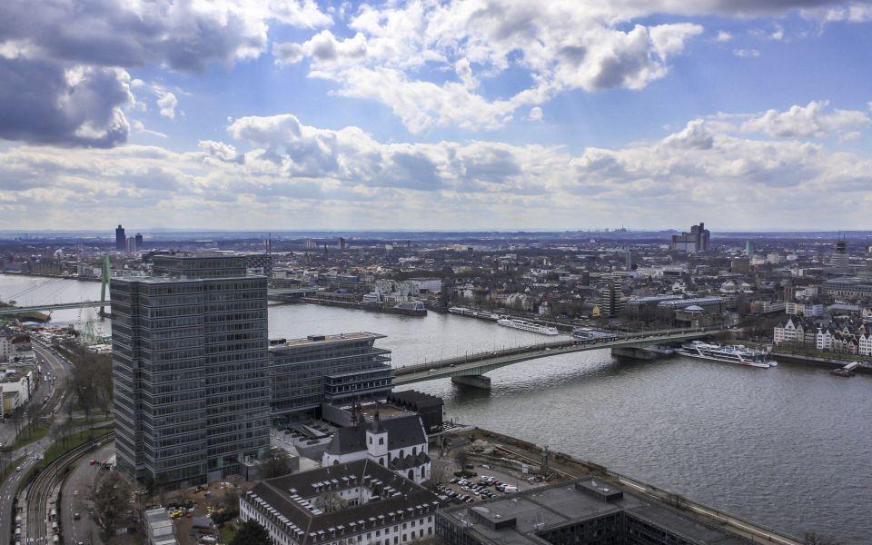 Hintergrundbild - Rhein und Deutzer Brücke