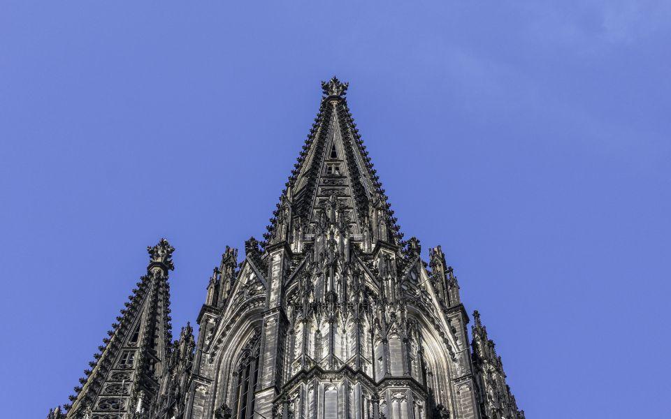 Hintergrundbild - Spitzen Kölner Dom