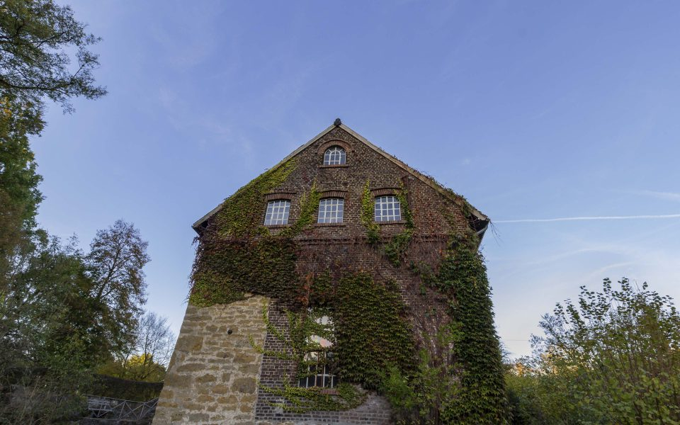 Hintergrundbild - Tüshaus Mühle in Deuten