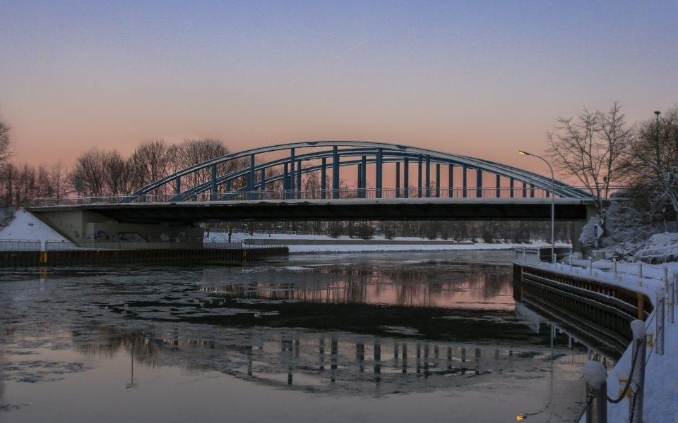 Hintergrundbild - Dorstener Kanalbrücke im Winter