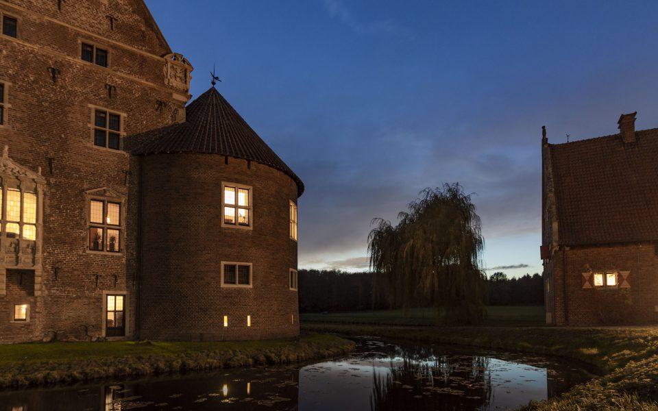 Hintergrundbild - Malerischer Abend am Schloss
