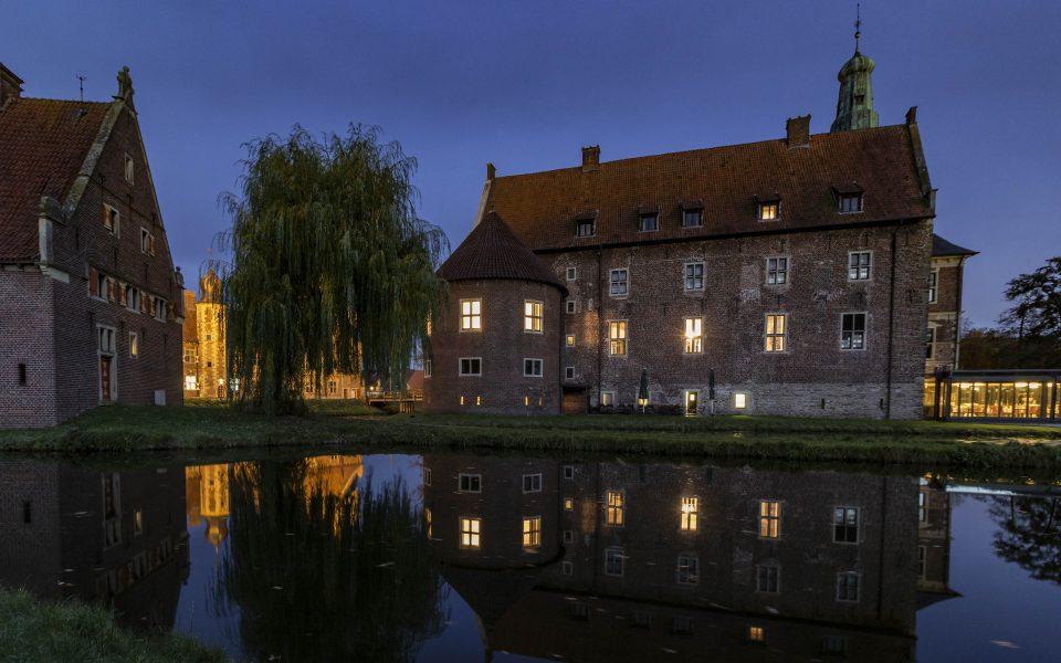 Hintergrundbild - Schloss Raesfeld Seitenansicht