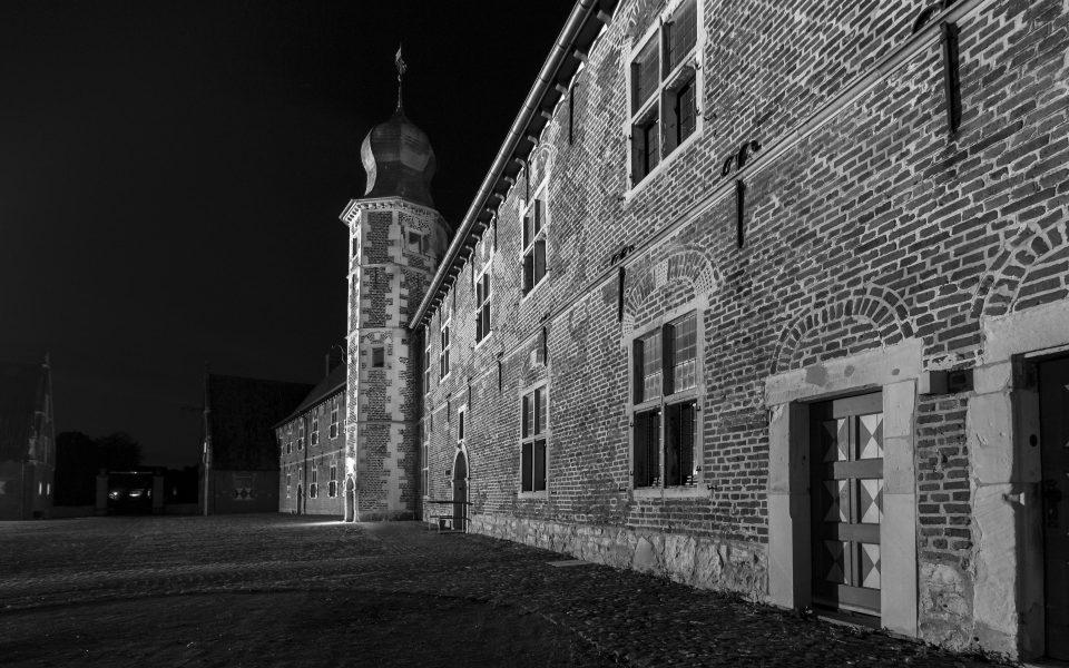 Hintergrundbild - Vorburg Schloss Raesfeld schwarzweiß