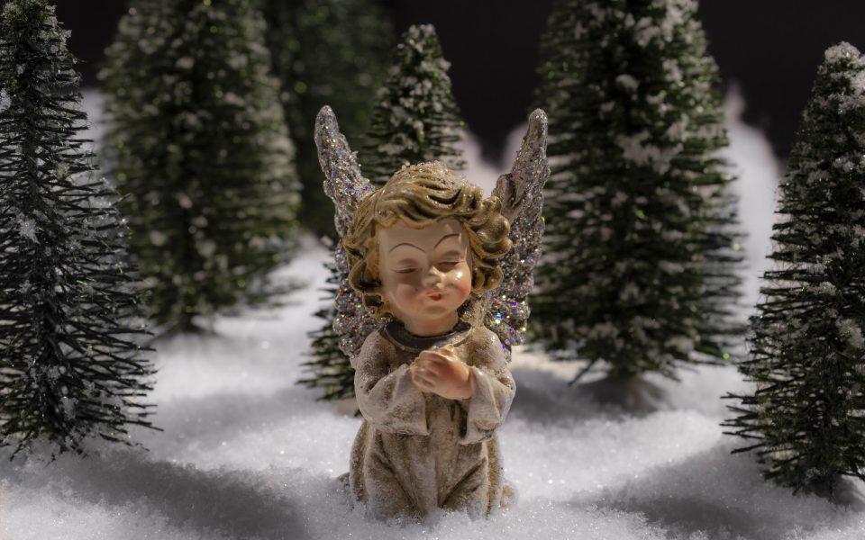 Hintergrundbild - Weihnachten Knieender Engel