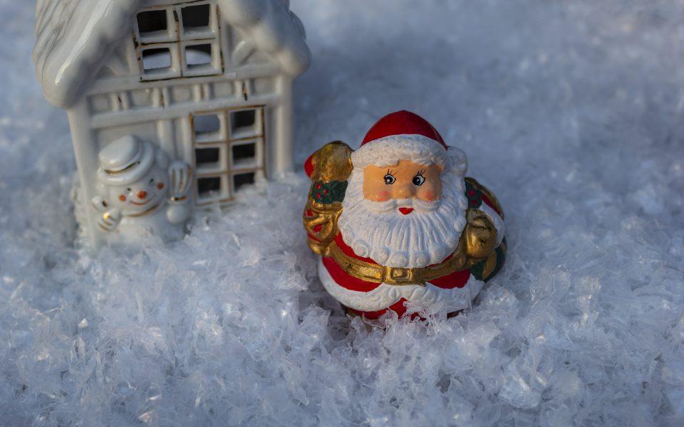 Hintergrundbild – Weihnachten Weihnachtsmann im Schnee