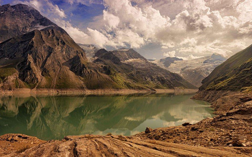 Hintergrundbilder - Bergsee in den Alpen