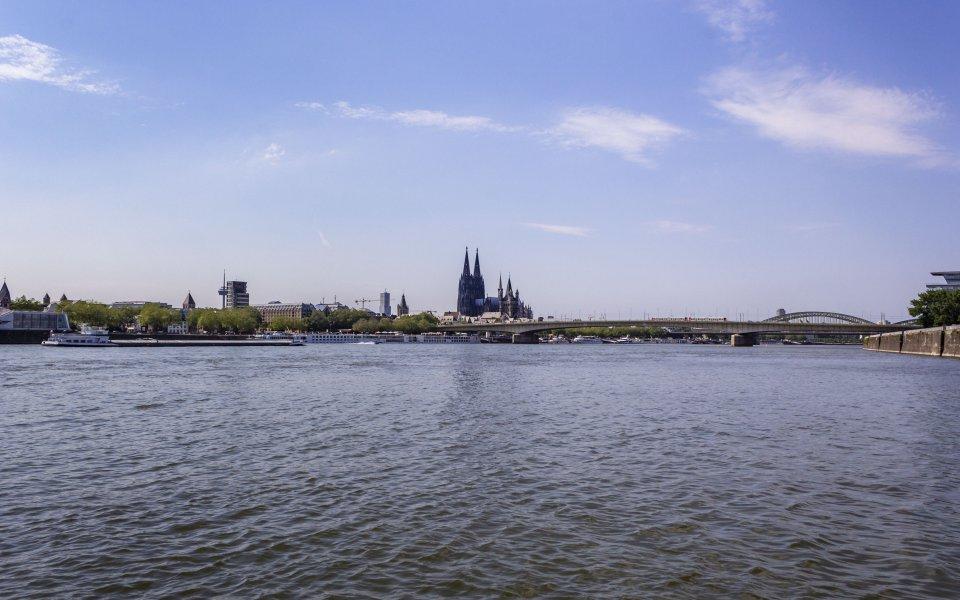 Hintergrundbilder - Blick über den Rhein zum Dom