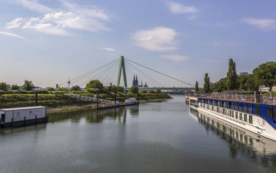Hintergrundbilder - Blick von der Deutzer Drehbrücke