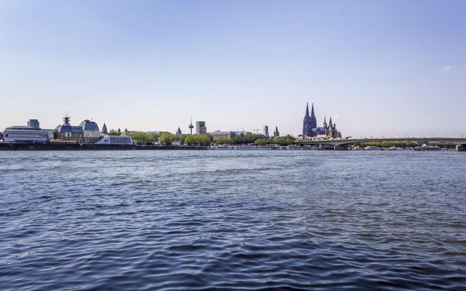 Hintergrundbilder - Blick zur Kölner Altstadt