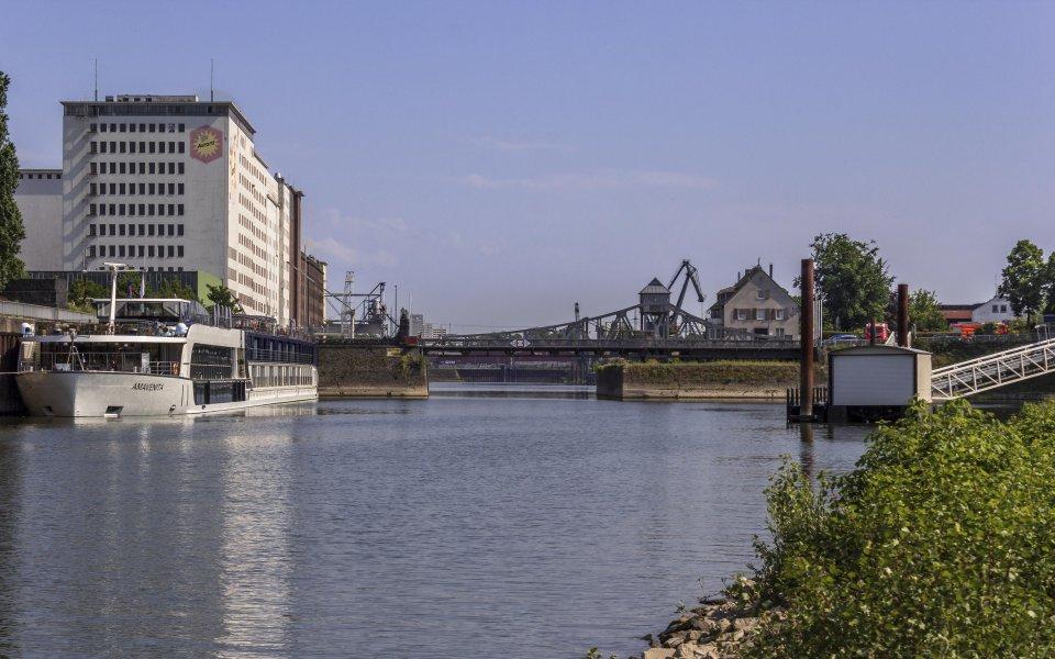 Hintergrundbilder - Deutzer Hafen mit Drehbrücke