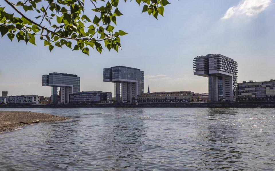 Hintergrundbilder - Kranhäuser und Rheinauhafen