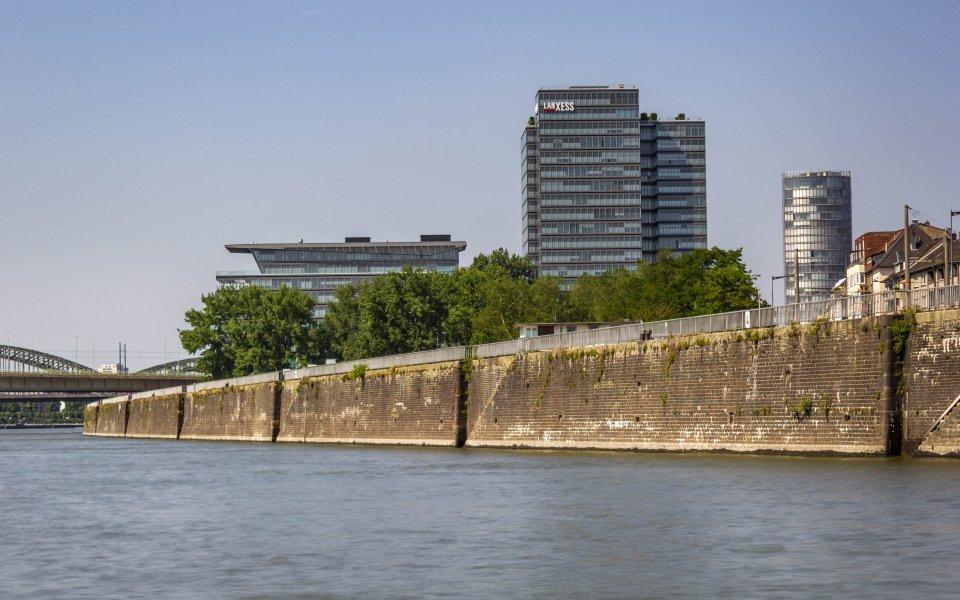 Hintergrundbilder - Lanxess Tower und Kölntriangle